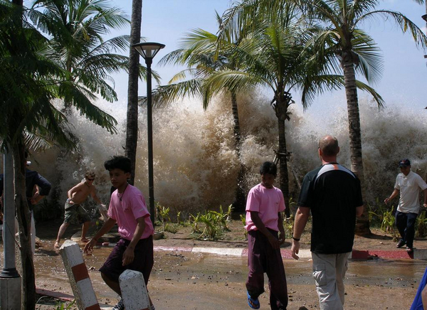 2004 tsunami  David Rydevik  2004   Wikimedia Commons