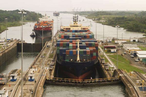 Panama Kanal   searagen  2009   iStock 000008205407 Large