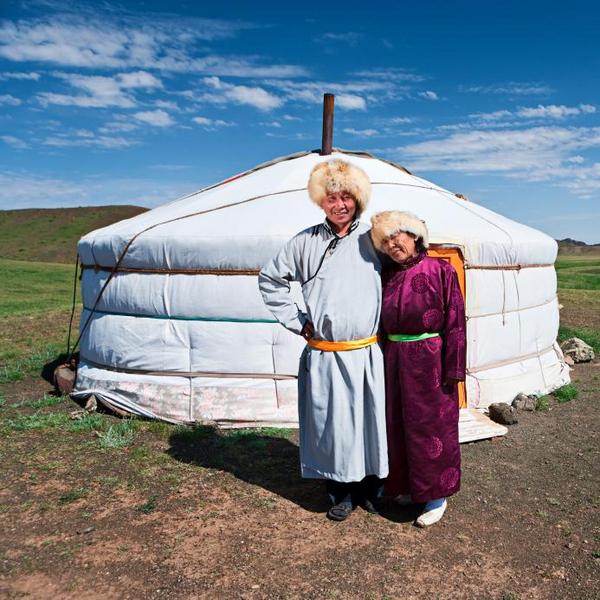 Mongoler foran ger   hadynyah  2010   iStockphoto