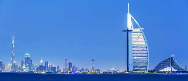 Dubai skyline   COLOURBOX11939018   mindsket