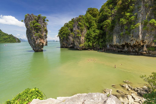 Mustang 79  2013   James Bond Island   iStock 000023265639Large