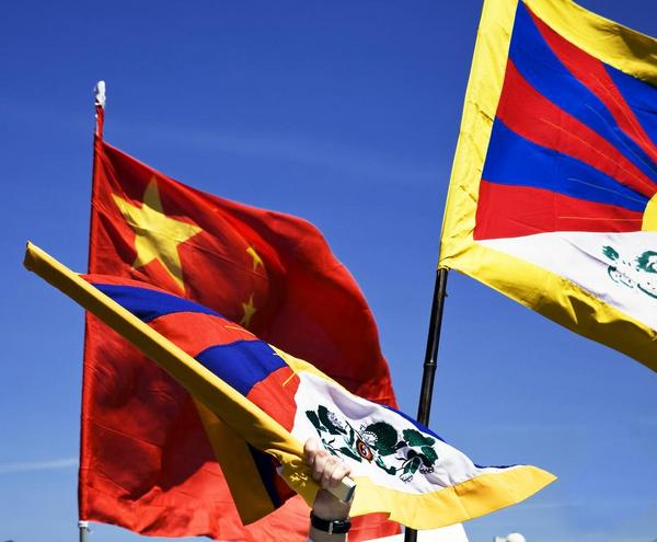Kina tibet flag   iStock 000005839822Large