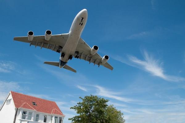 Fly Stoej     shutterstock 60907855