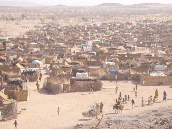 Darfur refugee   Mark Knobil   Wikimedia Commens 2005