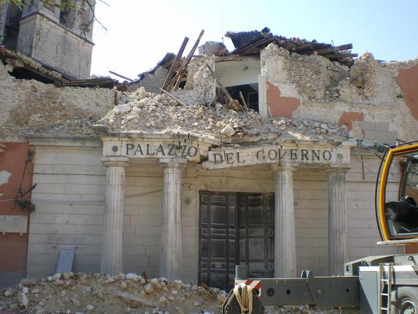 L Aquila eathquake prefettura