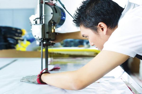 kinesisk arbejder   iStock 000023500375Large